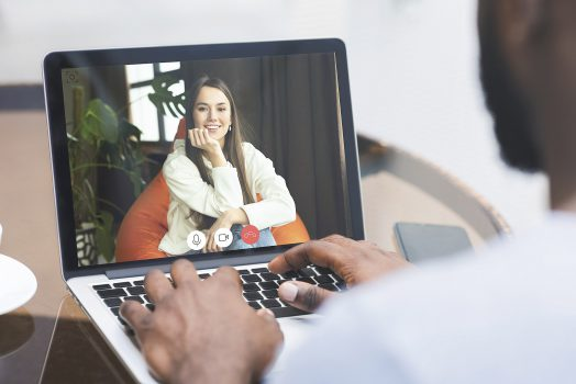 Jak poznać dziewczynę z pomocą Internetu?